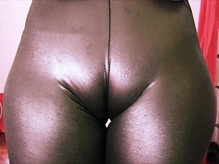 Bubble Butt Teen Has a Huge Cametoe In Tight Spandex!